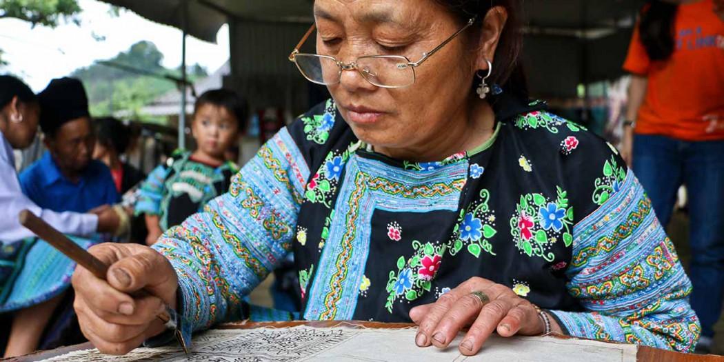 Craft-Link-Blue-Hmong